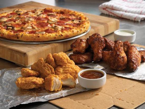 Boneless y alitas acompañando tu pizza