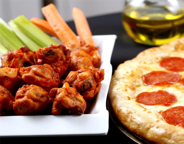 Acompaña tu pizza con alitas